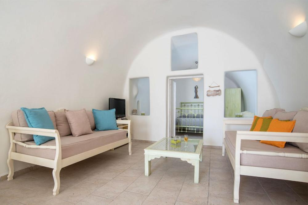 Santorini-Hideaway-Cave-House-1-1024×683