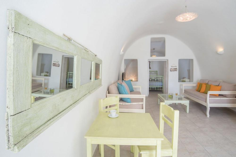 Santorini-Hideaway-Cave-House-11-1024×683