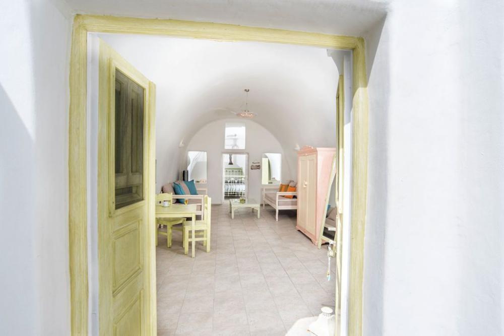 Santorini-Hideaway-Cave-House-12-1024×683