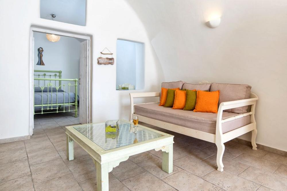 Santorini-Hideaway-Cave-House-3-1024×683
