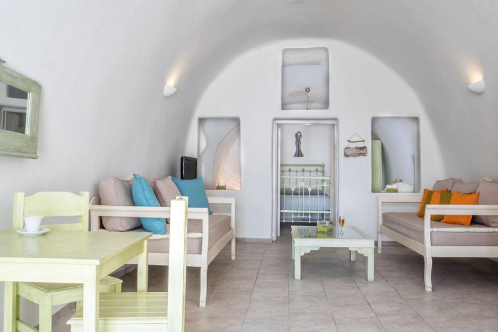 Santorini-Hideaway-Cave-House-7-1024×683