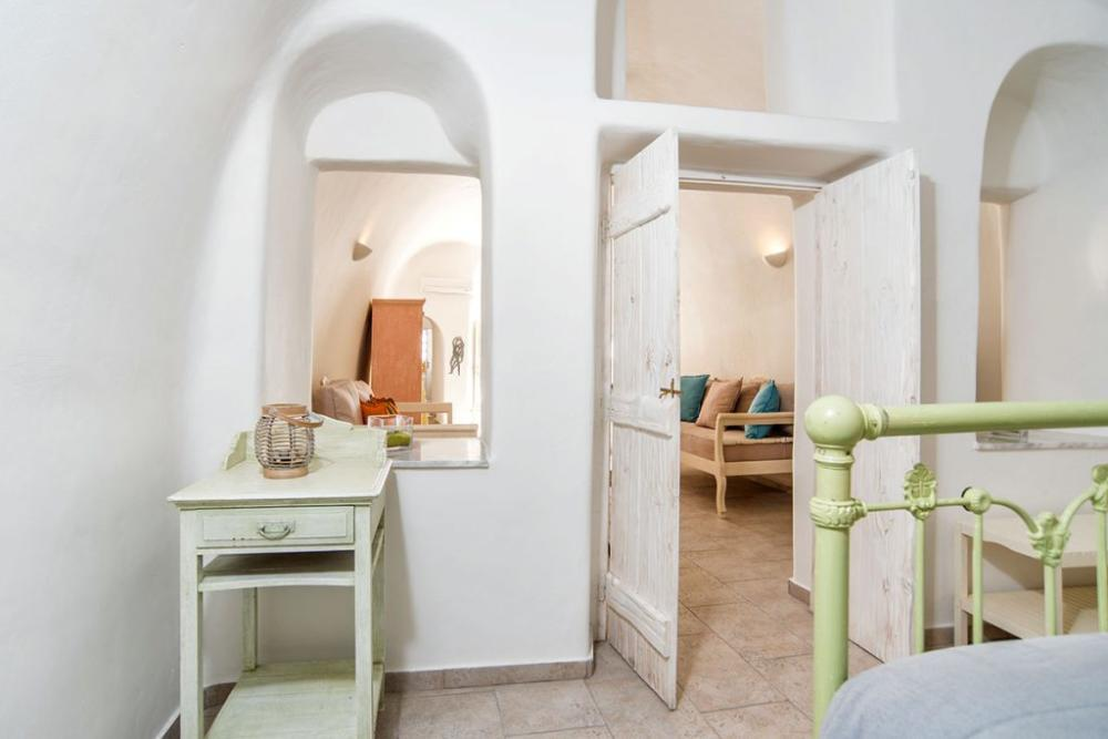 Santorini-Hideaway-Cave-House-9-1024×683