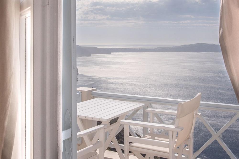 Santorini-Romantic-Suite-Private-Balcony-bedroom-caldera-view-1024×683